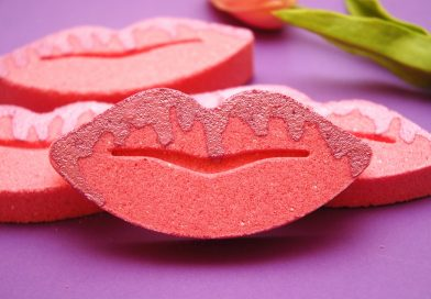 Pink girly DIY bath bombs in a shape of lips with a mica drizzle